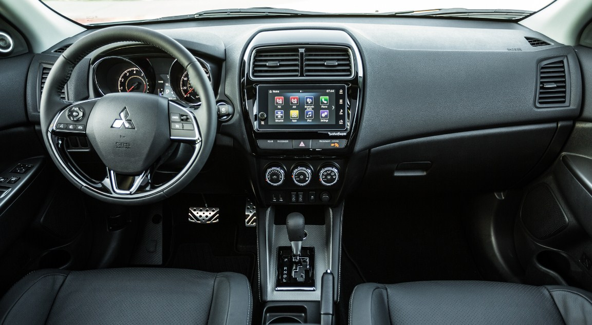 2018 Mitsubishi Outlander Interior 1