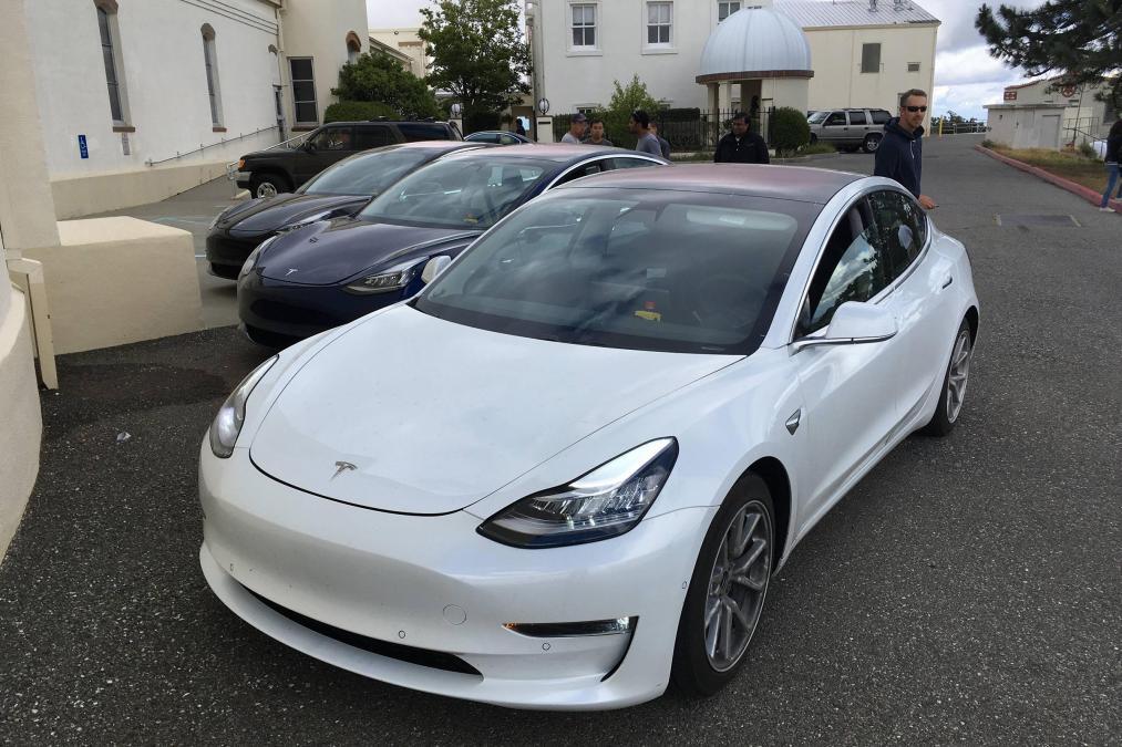 2018 Tesla Model 3 4