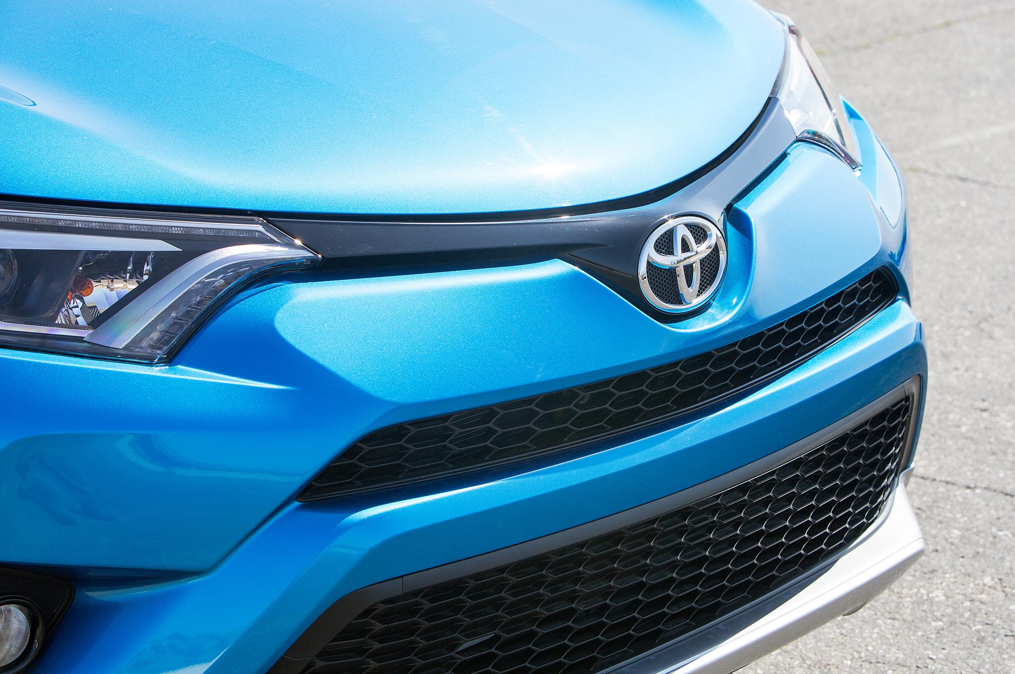 Toyota Tacoma Headlights >> 2019 Toyota RAV4 Price, Specs, Engine, Interior, Design