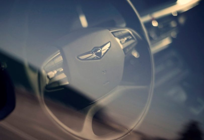 2017 Genesis G90 steering wheel 810x556