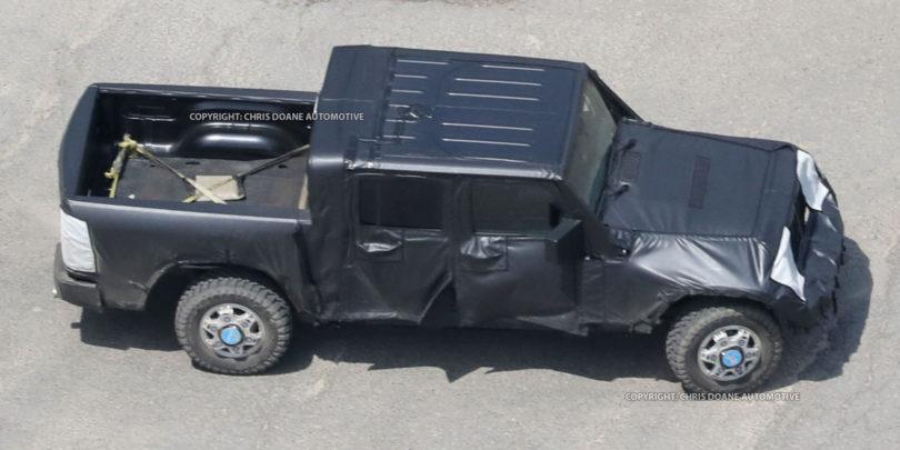 2017 Jeep Wrangler Pickup spy photos 810x405