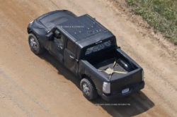 2017 Jeep Wrangler Pickup spy photos3 250x166