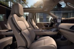 2018 Lincoln Navigator Interior 3 250x166