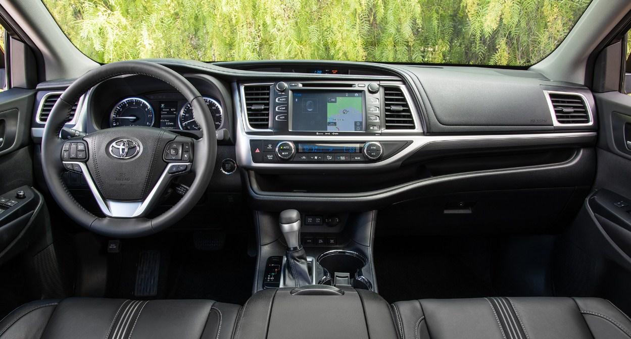 2018 Toyota Highlander interior